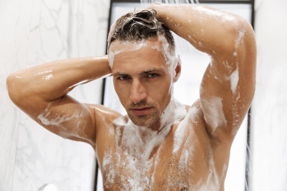 tondeuse à barbe sous la douche